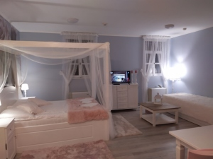 Lakosztály baldahinos ággyal